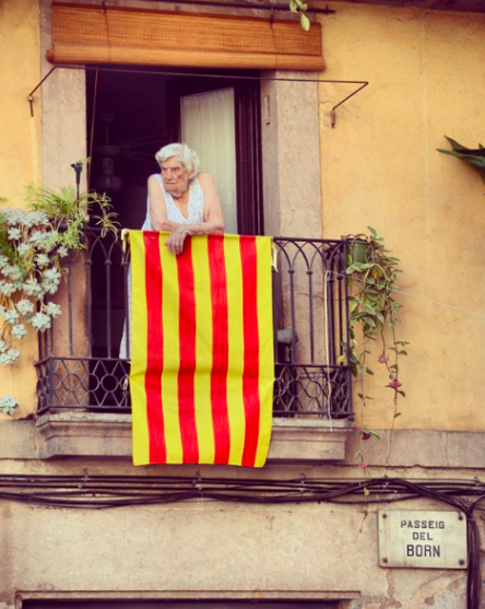 old-lady-with-catalan-flag-2