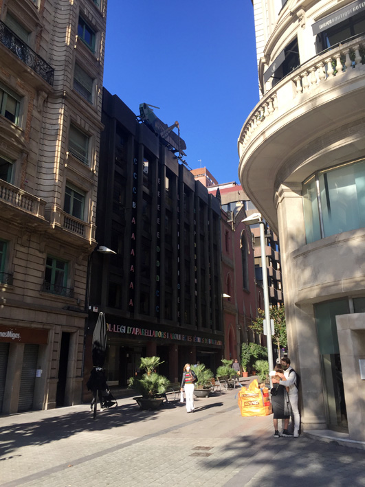 Another street view of the giant grasshopper sculpture on top of Barcelona Surveyors' Association building