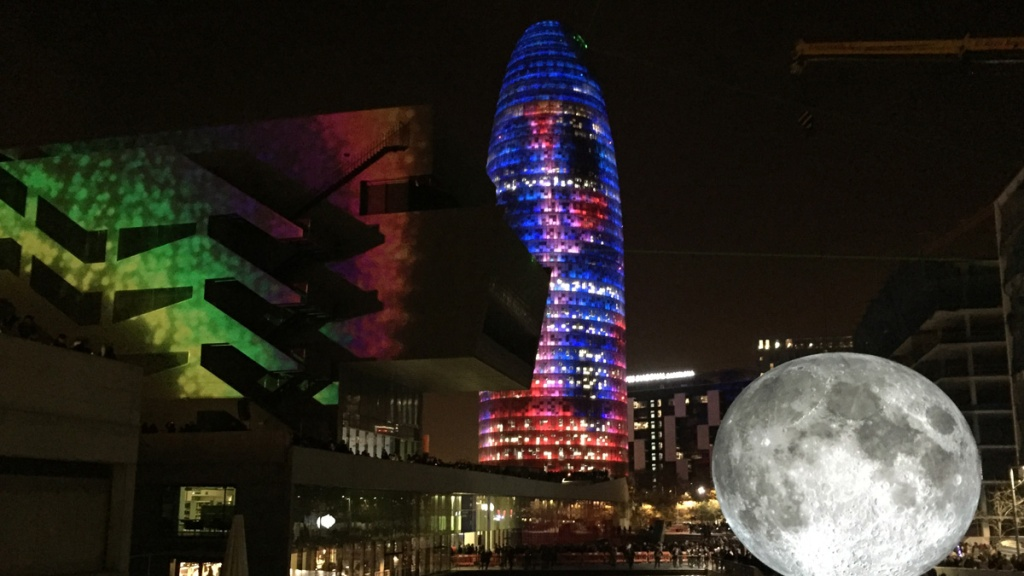Torre Glòries lit up at Llum BCN 2020