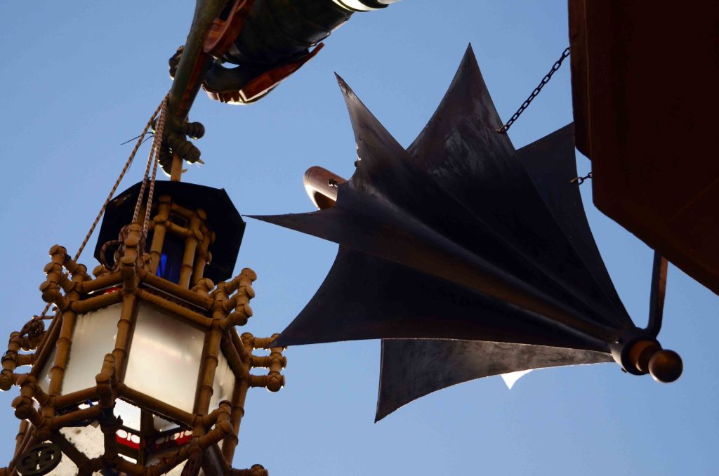 Close-up from below of Casa Bruno Cuadros dragon