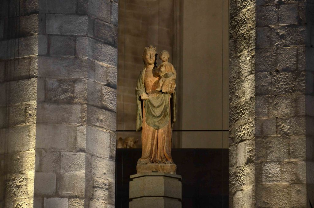 The Virgin Mary sculpture inside Santa Maria del Mar