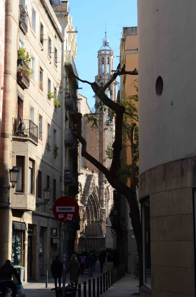 Santa Maria del Mar seen from Carrer de l'Argenteria