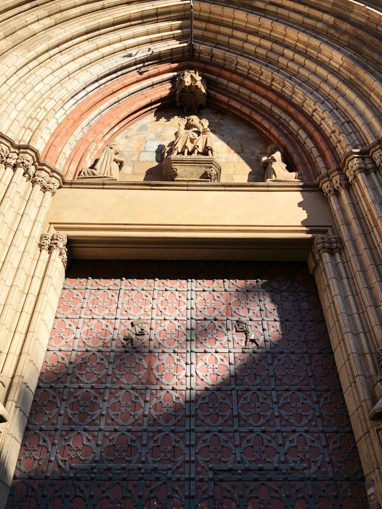 The main entry doors to Santa Maria del Mar with their wrought-iron bastaixos