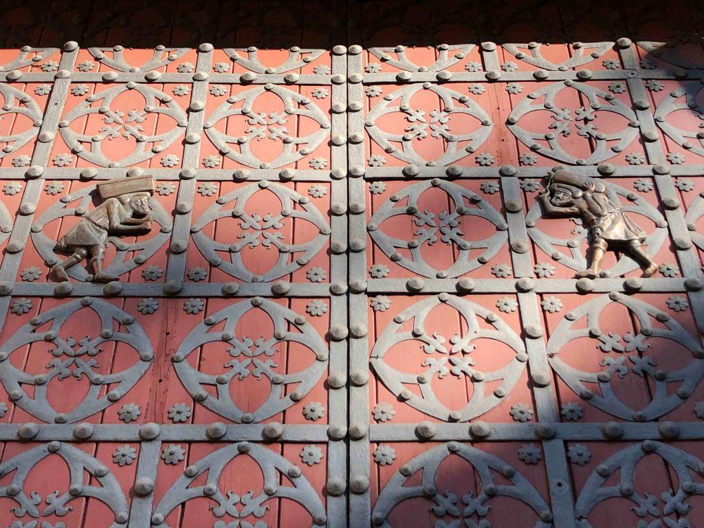 The two wrought iron bastaixos on the main doors of Santa Maria del Mar