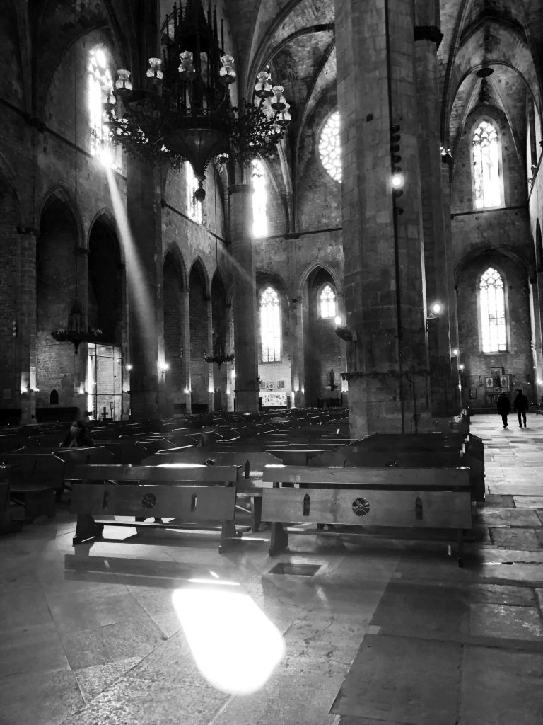 Black and white photo of the nave inside Santa Maria del Mar