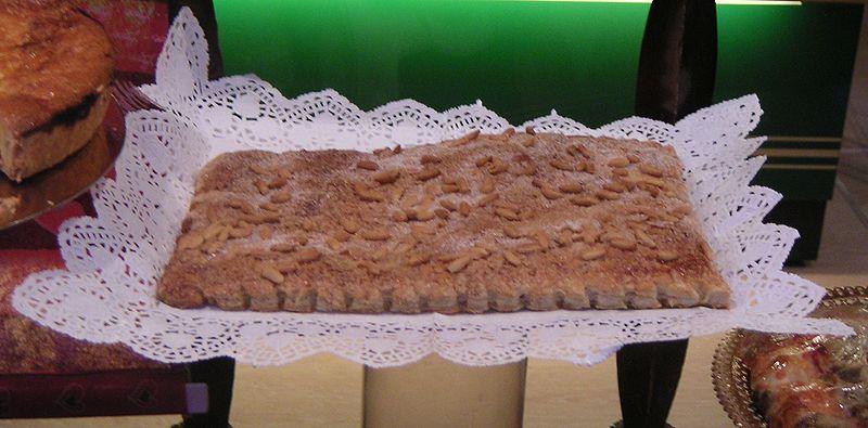 Photo of a coca de llardons, a typical Carnival dish in Catalonia